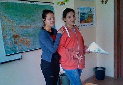 На 14 ноември Катерина от 12 клас и Мария от 9 клас разговаряха с учениците от 4а клас на СУ Тодор Кирков - Ловеч за толерантността. Събитието е по повод на седмицата за борба с училищния тормоз 13 - 17 ноември - СУ Тодор Кирков - Ловеч